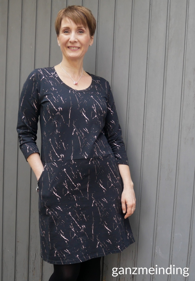 ganzmeinding: Frau Fannie studio schnittreif about blue fabrics blackslash 01